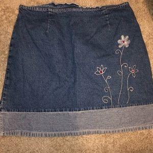 Flower embroidered skirt